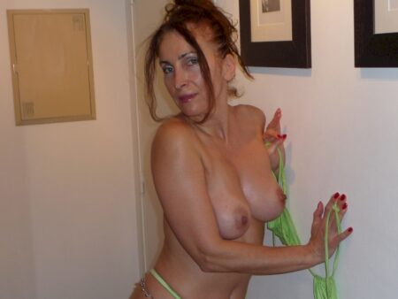 Femme coquine domina pour homme docile
