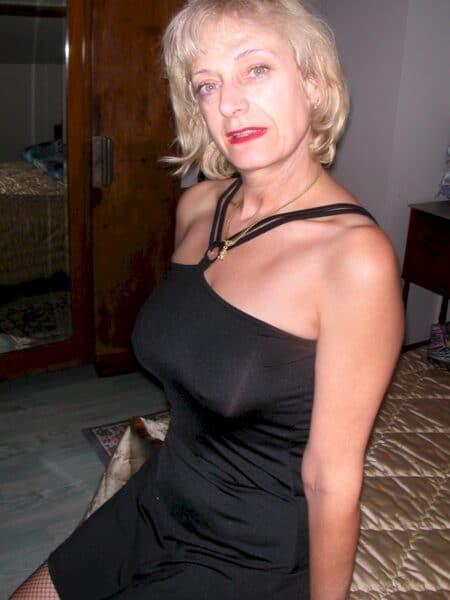 Femme mature coquine autoritaire pour coquin docile