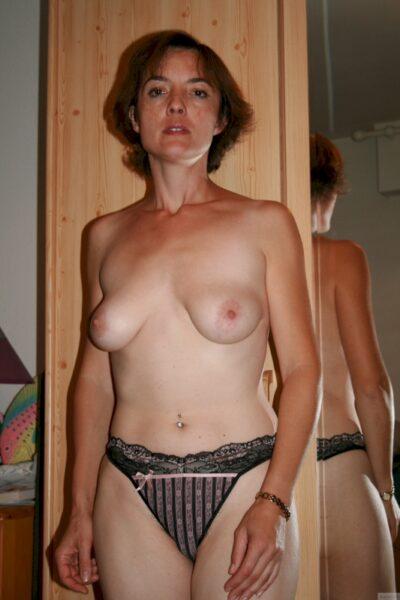 Femme mature coquine soumise pour homme qui aime la domination