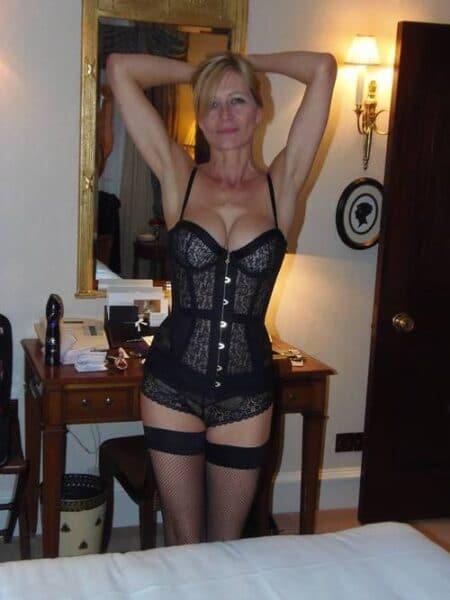 Femme mature docile pour mec qui aime la domination