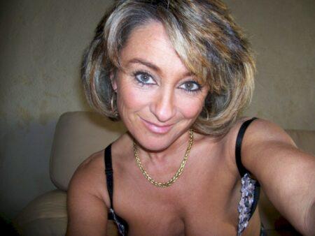 Très jolie femme infidèle propose une rencontre infidèle